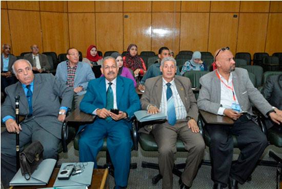 المؤتمر الدولى الثامن للتنمية والبيئة بجامعة أسيوط (3)
