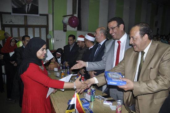 حفل تكريم الأمهات المثاليات والطلاب المتفوقين بشبرا الخيمة (2)