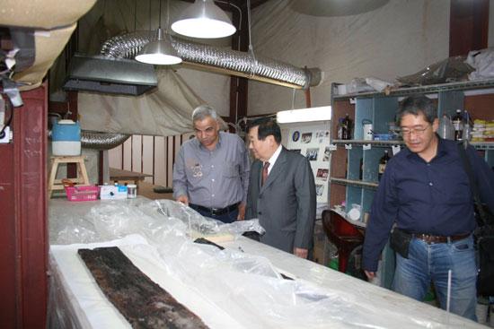 زيارة رئيس بعثات جامعة واسيدا اليابانية لمركب خوفو (1)