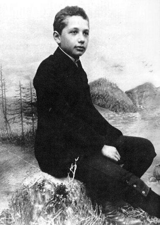 ألبرت آينشتاين (2)