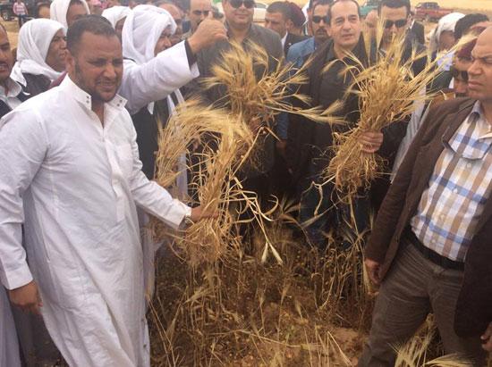 جولة وزير الزراعة فى مطروح (1)