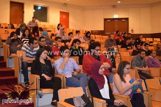 خالد يوسف خلال لقائه طلاب الجامعة الأمريكية (3)