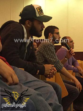 خالد يوسف خلال لقائه طلاب الجامعة الأمريكية (4)