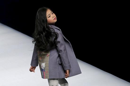 6e0c27c1c ملابس أطفال لخريف وشتاء 2016 فى العاصمة الصينية بكين. اسبوع الموضة الصينى  2016 (8)