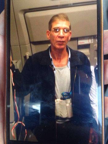 متهم بخطف الطائرة المصرية مرتديا حزاما ناسفا