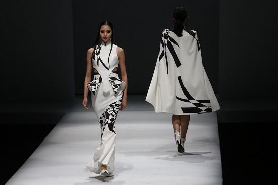 707ec8f31 أسبوع الموضة الصينى يواصل فعالياته بمجموعات أزياء أنثوية ناعمة ...