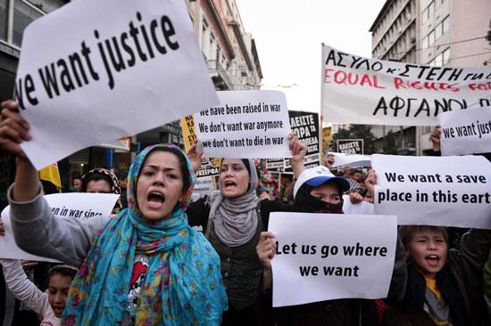 مهاجرون ولاجئون يتظاهرون فى أثينا ضد الاتفاق الأوروبى-التركى (2)