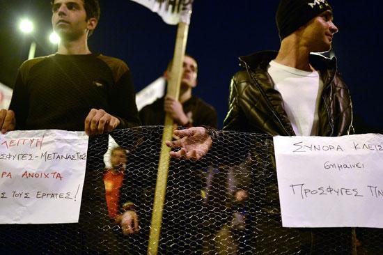 مهاجرون ولاجئون يتظاهرون فى أثينا ضد الاتفاق الأوروبى-التركى (10)