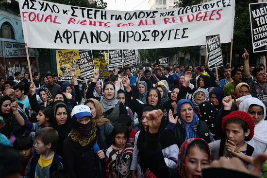 مهاجرون ولاجئون يتظاهرون فى أثينا ضد الاتفاق الأوروبى-التركى (12)