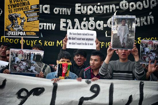 مهاجرون ولاجئون يتظاهرون فى أثينا ضد الاتفاق الأوروبى-التركى (13)
