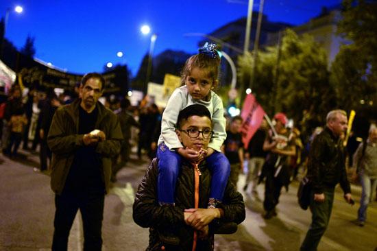 مهاجرون ولاجئون يتظاهرون فى أثينا ضد الاتفاق الأوروبى-التركى (14)