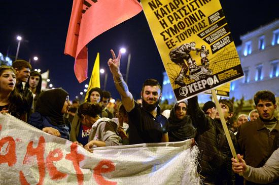 مهاجرون ولاجئون يتظاهرون فى أثينا ضد الاتفاق الأوروبى-التركى (15)