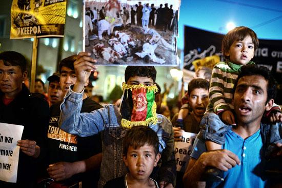 مهاجرون ولاجئون يتظاهرون فى أثينا ضد الاتفاق الأوروبى-التركى (16)