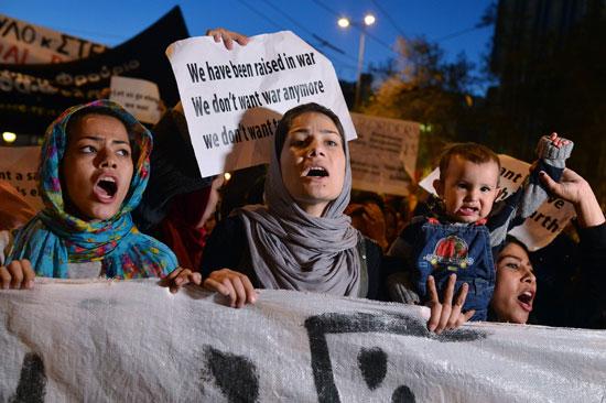 مهاجرون ولاجئون يتظاهرون فى أثينا ضد الاتفاق الأوروبى-التركى (7)