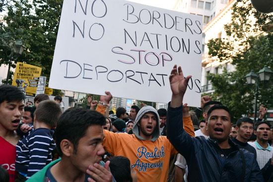 مهاجرون ولاجئون يتظاهرون فى أثينا ضد الاتفاق الأوروبى-التركى (8)
