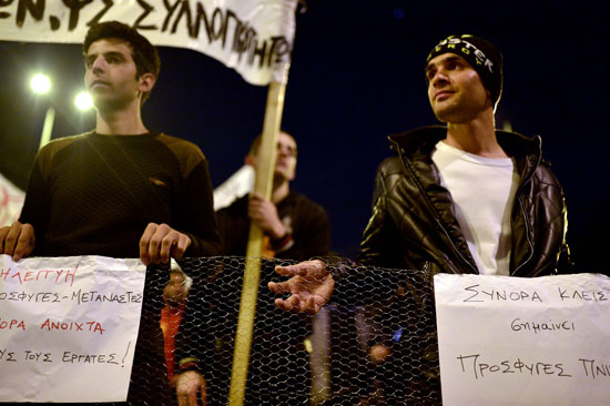 مهاجرون ولاجئون يتظاهرون فى أثينا ضد الاتفاق الأوروبى-التركى (9)