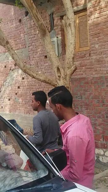 ضبط شابين أثناء احتيالهما على المواطنين (7)