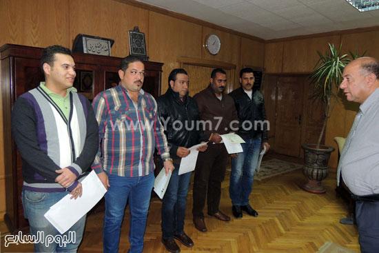 مدير امن السويس يكرم 4 امناء بقسم فيصل (1)