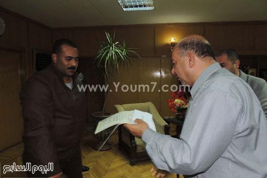 مدير امن السويس يكرم 4 امناء بقسم فيصل (3)