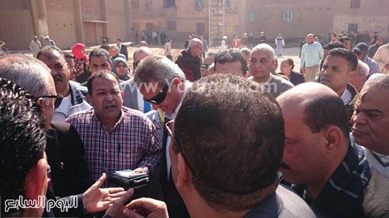 خالد عبد العزيز وعبد الحميد الهجان محافظ قنا ، جولة (1)