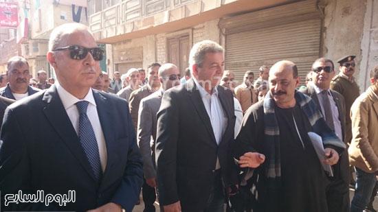 خالد عبد العزيز وعبد الحميد الهجان محافظ قنا ، جولة (4)