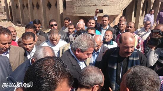 خالد عبد العزيز وعبد الحميد الهجان محافظ قنا ، جولة (5)