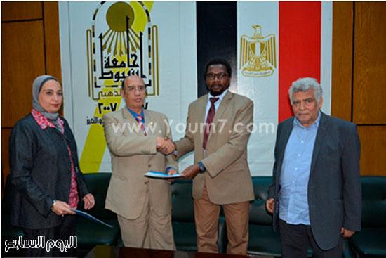 مؤتمر دور الإعلام فى التصدى للإرهاب بجامعة أسيوط (4)