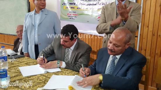 توقيع بروتوكول تعاون بين جامعة أسوان وهيئة محو الأمية (1)
