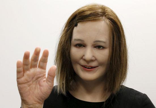 روبوت بشرى ذكى (1)