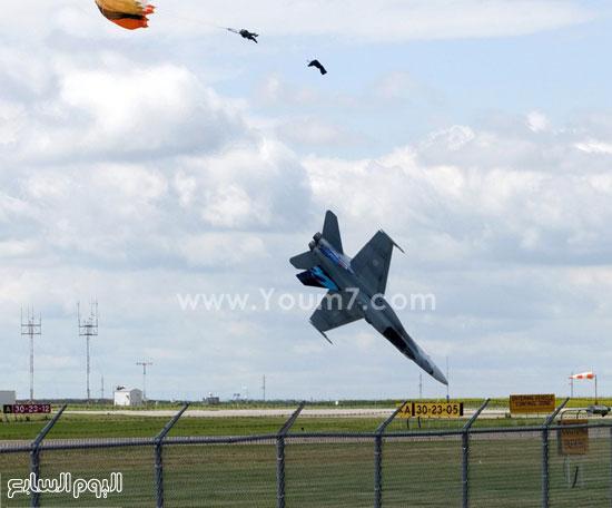 جندى يقفز من طائرته التى سقطت  -اليوم السابع -4 -2015