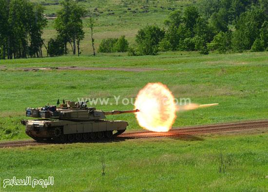 دبابة تقوم بإطلاق بعض القذائف -اليوم السابع -4 -2015