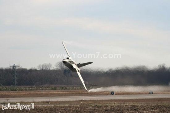 طائرة حربية تقوم ببعض المناورات -اليوم السابع -4 -2015