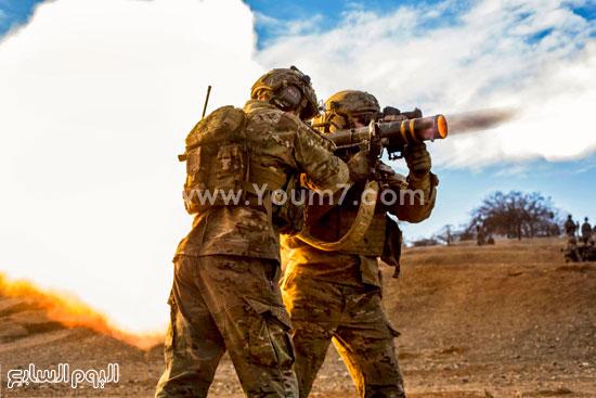 جنود يطلقون قذيفة من مدفع محمول على الكتف  -اليوم السابع -4 -2015