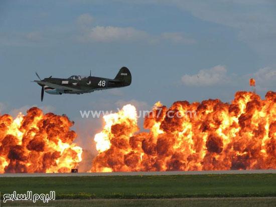 طائرة تدريب تعبر أحد الأماكن المشتعلة -اليوم السابع -4 -2015