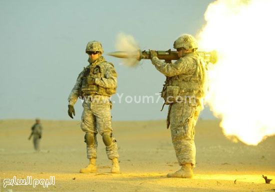 جندى يقوم بإطلاق قذيفة من مدفع محمول على الكتف  -اليوم السابع -4 -2015