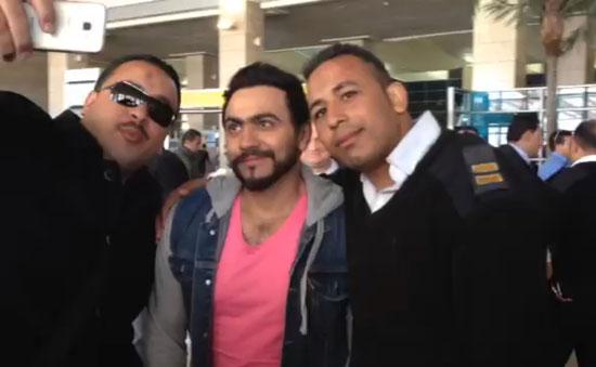 تامر قبل مغادرته مطار القاهرة  -اليوم السابع -4 -2015