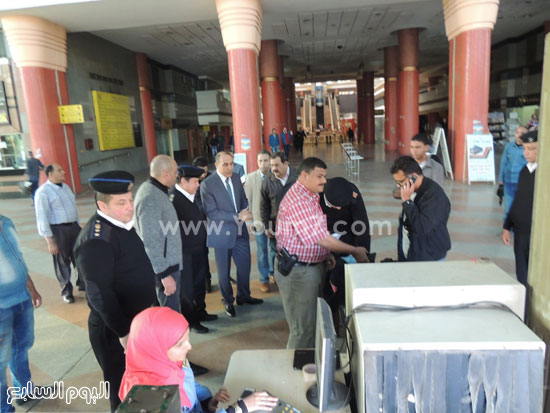 مدير شرطة النقل داخل محطة سيارات -اليوم السابع -4 -2015
