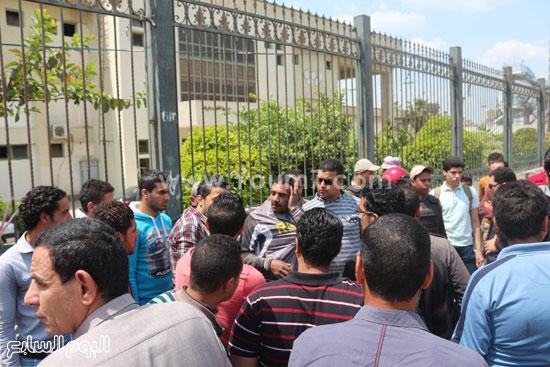 صورة للص أثناء مطاردة الأهالى له -اليوم السابع -4 -2015