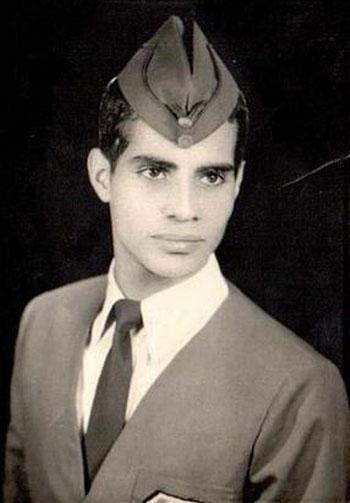 الرئيس المصرى عبد الفتاح السيسى فى شبابه وهو يرتدى الزى العسكرى -اليوم السابع -4 -2015