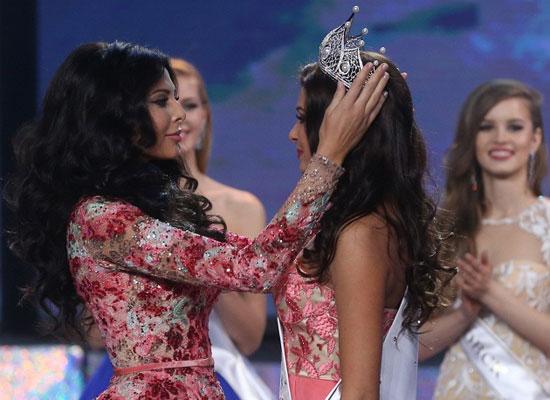 ملكة جمال روسيا 2014 تضع التاج على رأس ملكة جمال روسيا 2015 -اليوم السابع -4 -2015