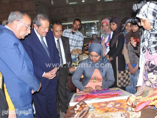 وزير الصناعة والتجارة يفتتح معرض المنتجات التراثية بأسوان -اليوم السابع -4 -2015