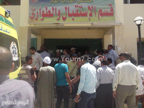أهالى المتوفين والمصابين أمام قسم الاستقبال والطوارئ -اليوم السابع -4 -2015