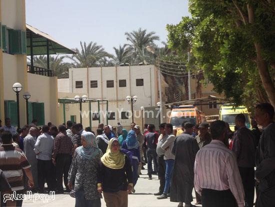 أهالى المصابين داخل المستشفى -اليوم السابع -4 -2015
