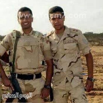 النقيب أحمد عبد السلام مع صديقه الشهيد النقيب أحمد فؤاد -اليوم السابع -4 -2015