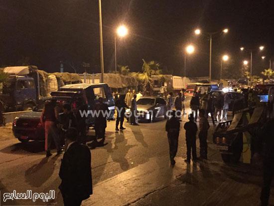 الشرطة تتفاوض مع الأهالى لفتح الطريق -اليوم السابع -4 -2015