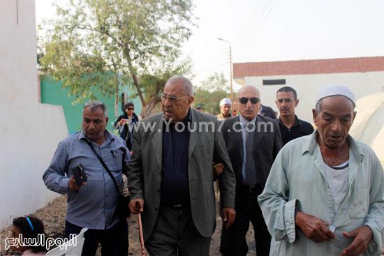 لبرلمانى السابق أحمد أبو زيد أول الحاضرين لاستقبال جثمان الأبنودى -اليوم السابع -4 -2015