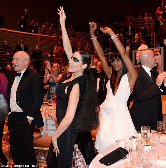 نعومى كامبل ظهرت كملكة حلبة الرقص فى حفل تايم 100 . -اليوم السابع -4 -2015