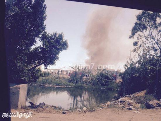 ألسنة اللهب ترتفع فى سماء المنطقة المحيطة بمصنع الخل المحترق -اليوم السابع -4 -2015