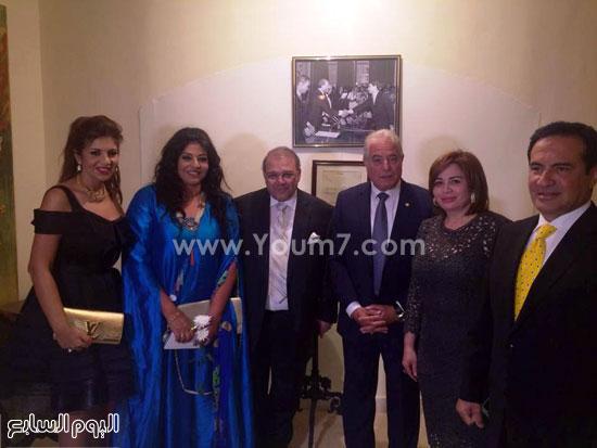 إلهام شاهين وهالة صدقى وبوسى شلبى مع محافظ جنوب سيناء ورجل الأعمال حسن راتب والمطرب محمد ثروت -اليوم السابع -4 -2015