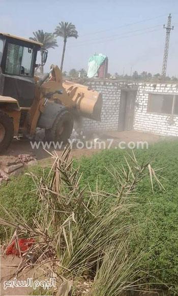 1-إزالة تعديات البناء على الأراضى الزراعية -اليوم السابع -4 -2015